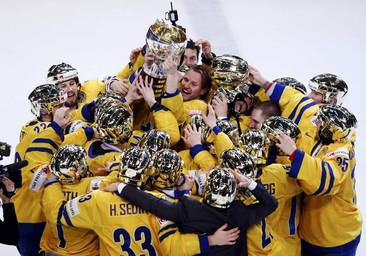 343021_svedjani-hokej-titula-2013-reuters