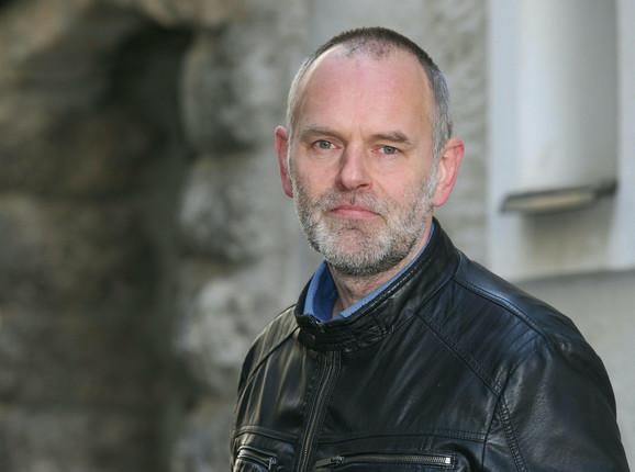 Kristijan Šilher je podneo ostavku na funkciju zamenika gradonačelnika Braunaua i isključen je iz stranke zbog pesme koju je objavio na Tviteru