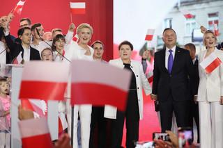 Politico: Wielkie zwycięstwo PiS, które może kontynuować swój radykalny program restrukturyzacji Polski