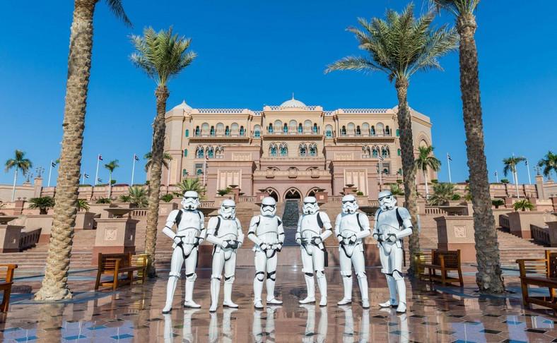 """Fani """"Gwiezdnych Wojen"""" w Abu Zabi, w Zjednoczonych Emiratach Arabskich"""