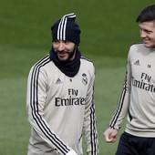 """""""NE MEŠAJTE FORMULU 1 I KARTING!"""" Realov špic Benzema je pun sebe, ali sada je STVARNO PRETERAO analizirajući kolegu!"""