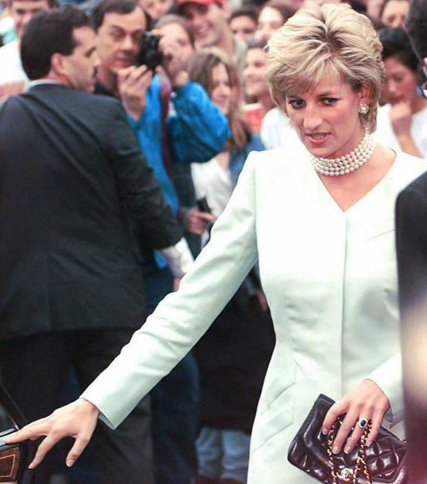 Lejdi Di nosi prsten u maju 1996.