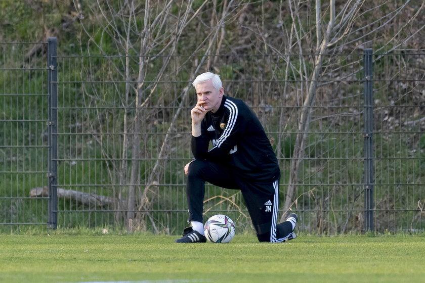 Jacek Magiera (44 l.) na środku obrony postawił na piłkarza, który na kolejny mecz w ekstraklasie czekał prawie trzy i pół roku!