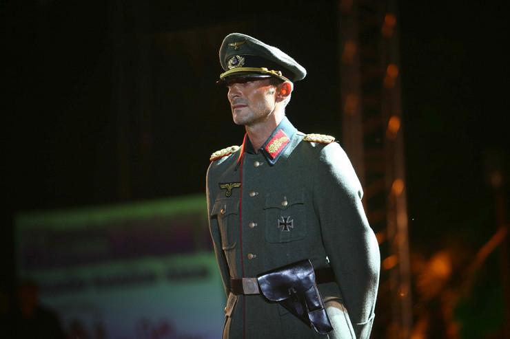 81007_nacisticka-uniforma01-afp-
