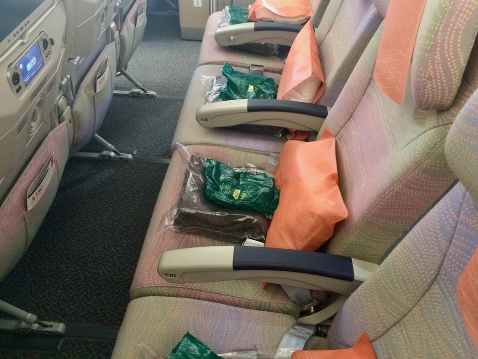 A380 wykorzystywane na długich rejsach zabierają na pokład 489 lub 517 pasażerów w trzech klasach.