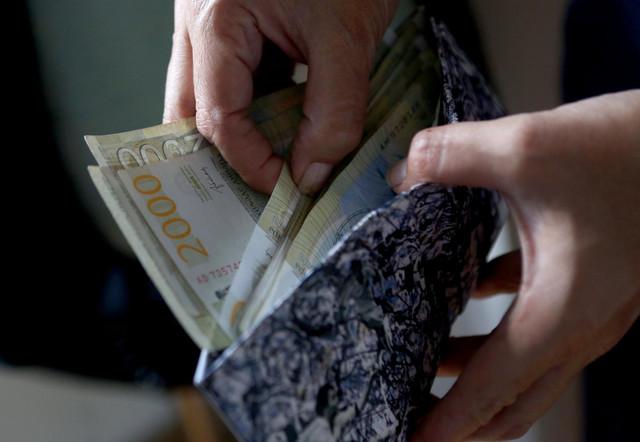 Prosečna plata u javnom sektoru veća je od 68.000 dinara