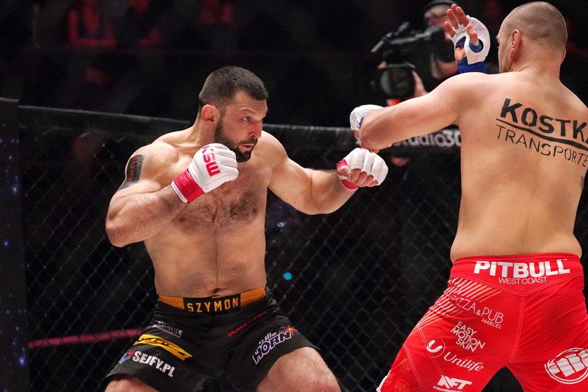 Kołecki za sobą także dziesięć walk w MMA, z czego z dziewięciu wychodził zwycięsko.