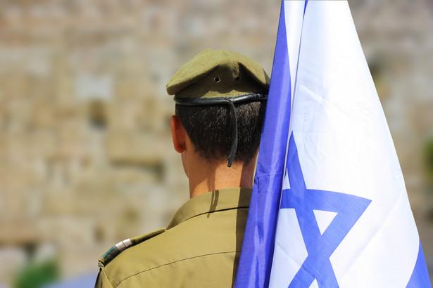 Izrael, dzięki bohaterstwu, poświęceniu i pomysłowości swoich ludzi, a także dzięki dekadom doskonalenia procedur, wielokrotnie zdołał za pomocą chirurgicznych cięć poskromić masowe ruchy terrorystyczne, które wydawały się właściwie nie do pokonania, i ocalić w ten sposób życie dziesiątek tysięcy ludzi po obu stronach barykady.