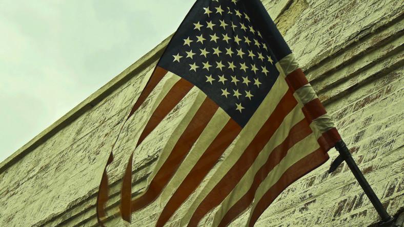 Amerykańska flaga na wietrze, fot. Jule_Berlin