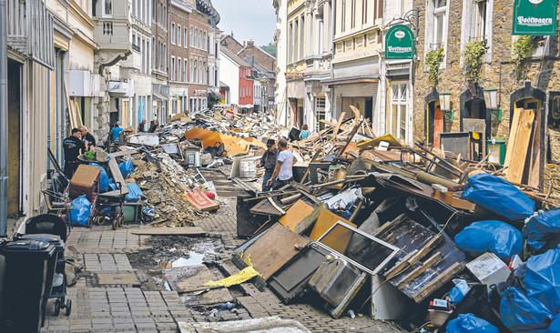 Tragedie takie jak powódź w Niemczech zwiększają determinację unijnych elit do forsowania radykalnych rozwiązań dotyczących redukcji emisji. Dla państw takich jak Polska nie musi to oznaczać strat
