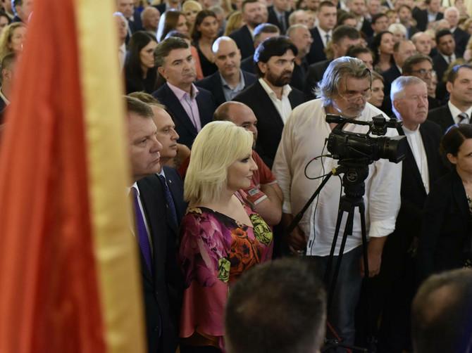 Crna Gora slavila, a na Starom dvoru MODNI SPEKTAKL: Zorana Mihajlović u šarenom glavna zvezda- a tu su i VELIKA, VELIKA IZNENANĐENJA