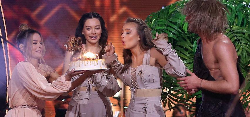 """Oliwia Bieniuk na parkiecie """"TzG"""" dostała urodzinowy tort. Po odpadnięciu z show impreza przeniosła się do baru... z kebabem [ZDJĘCIA]"""