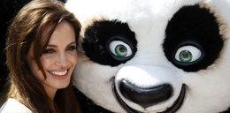 Jolie przytulała wielkiego misia