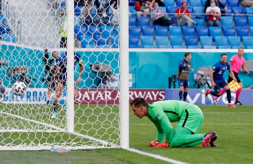 Na Euro 2020 Wojciechowi Szczęsnemu przypisano gola samobójczego. Jest pierwszym bramkarzem w historii ME