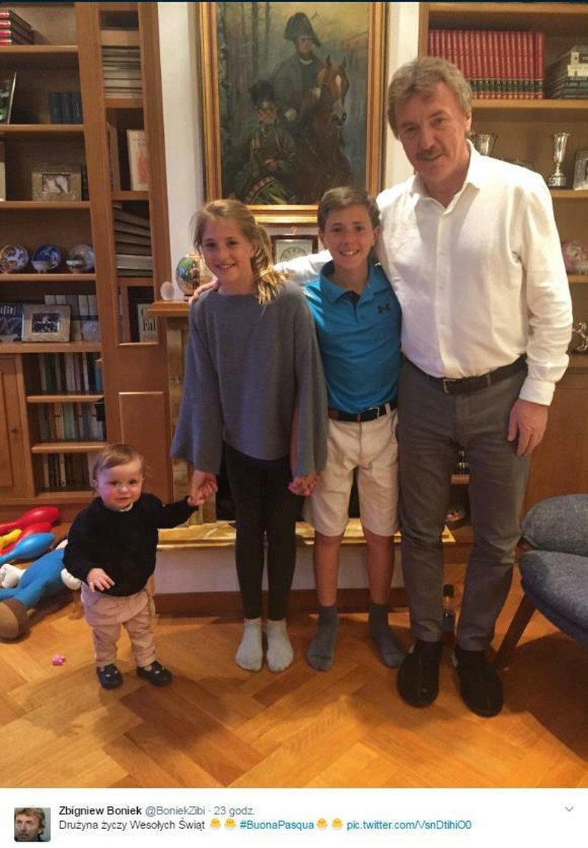 Zbigniew Boniek pokazał zdjęcie z wnukami. Tak spędzają Wielkanoc