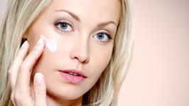 Są w kosmetykach, mogą wywoływać alergie, a nawet raka. Prawda o parabenach