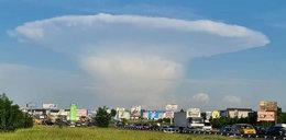Gigantyczny grzyb na niebie w pobliżu Czarnobyla