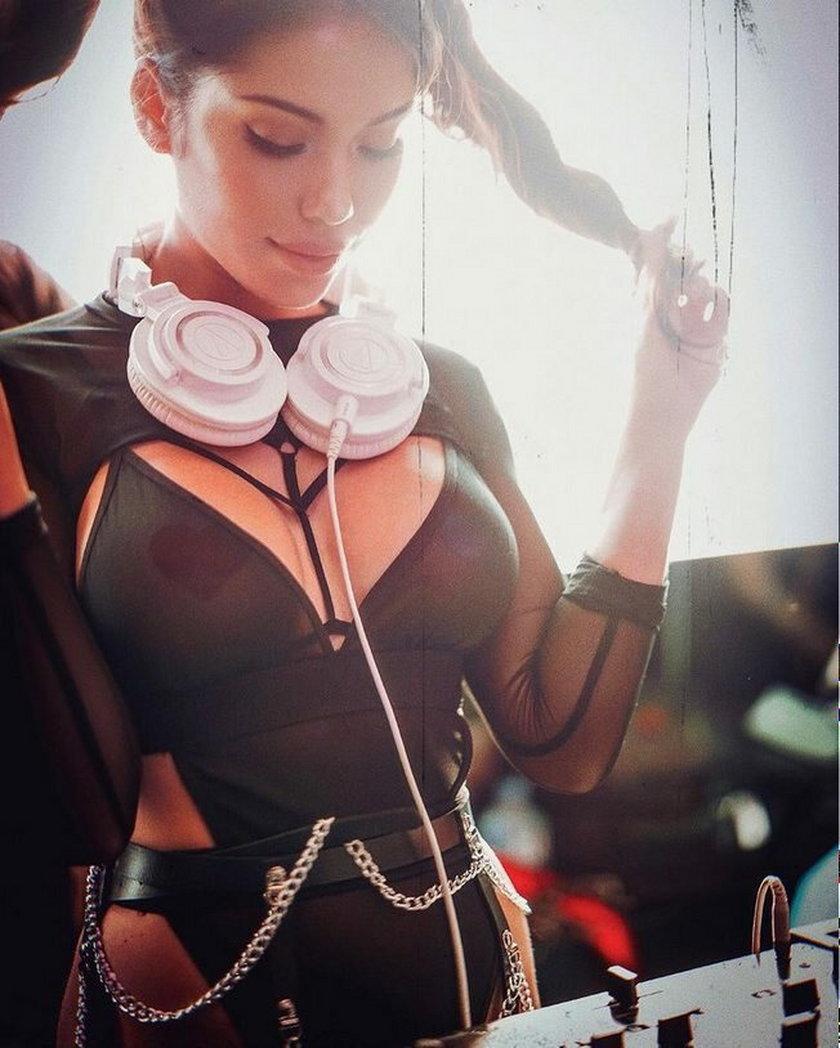 USA. DJ Konstantina Gianni zagrała koncert w samej bieliźnie