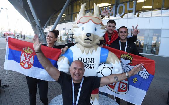 Srpski navijači na aerodromu u Samari