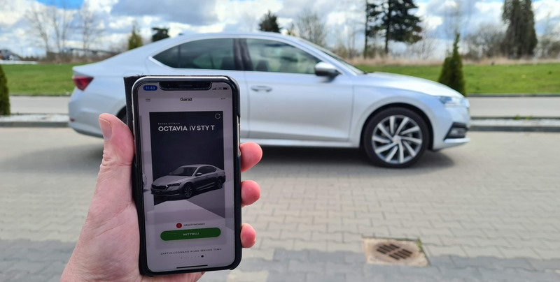 Skoda Octavia multimedialnie - Apple CarPlay, Canton i HUD