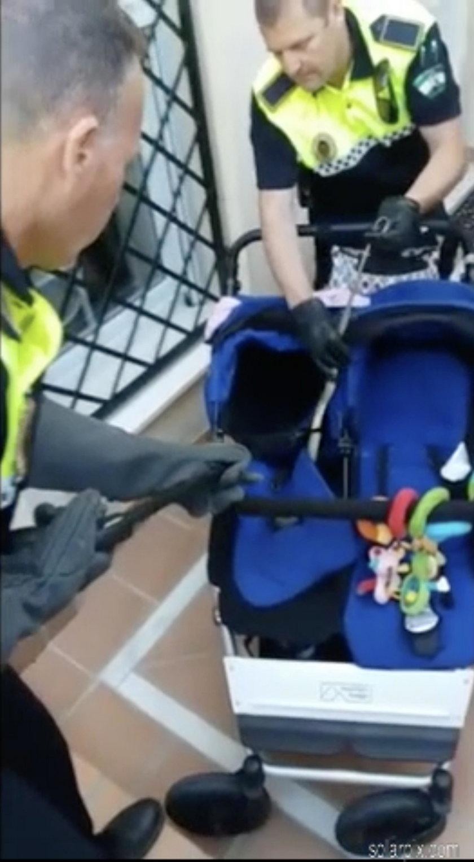 Zajrzał do dziecięcego wózka i zamarł ze strachu. W środku był ...