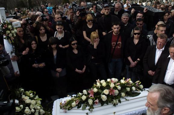 Ksenija sahranjena u belom sanduku