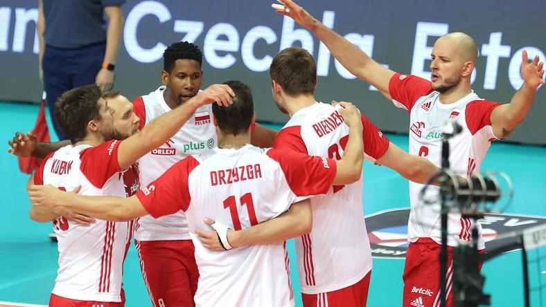 Radość zawodników reprezentacji Polski podczas meczu z Serbią o brązowy medal mistrzostw Europy siatkarzy w Katowicach