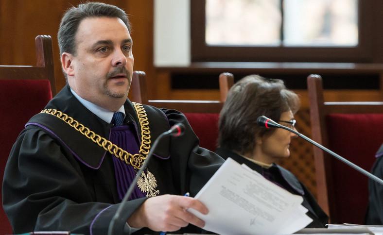 Sędzia Mariusz Wiązek na sali rozpraw