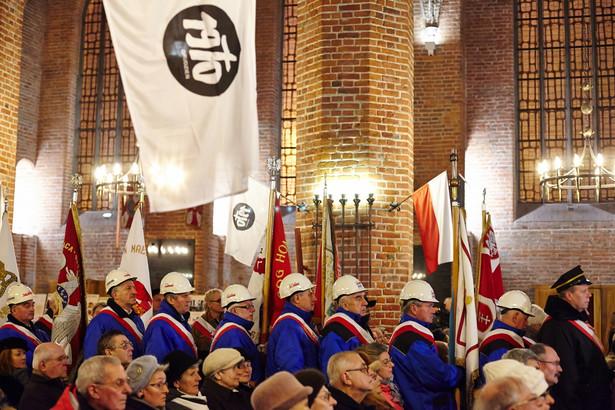 Uroczysta msza święta w intencji ofiar Grudnia 1970, 16 bm. w bazylice św. Brygidy w Gdańsku, w 45. rocznicę wydarzeń