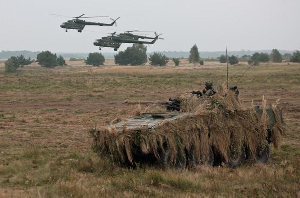 Scenariusz ćwiczeń zakłada, że żołnierze, którzy wylądują w pobliżu płyty lotniska, utworzą przyczółek i przyjmą tak zwany rzut lądujący