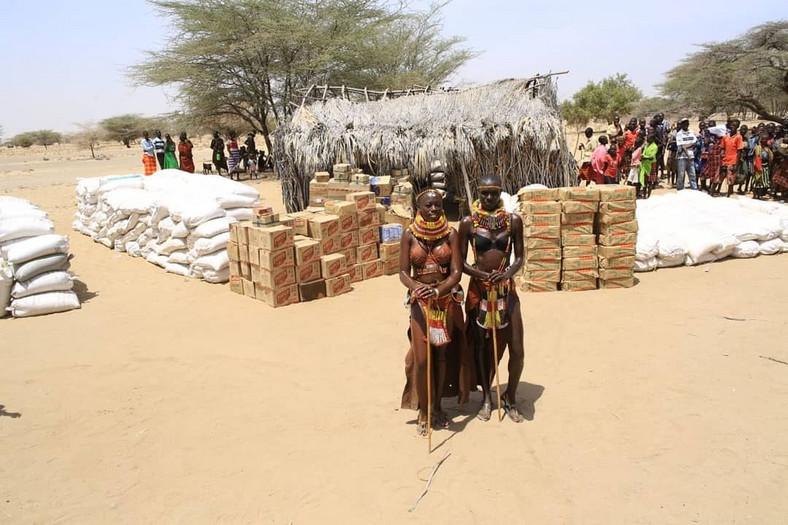 Kenyan singer, Akothee in Turkana helping drought victims