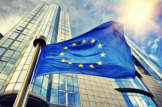 """Komisja Europejska (KE) robi kolejny krok w kierunku urzeczywistnienia drogowej zasady """"użytkownik płaci""""."""