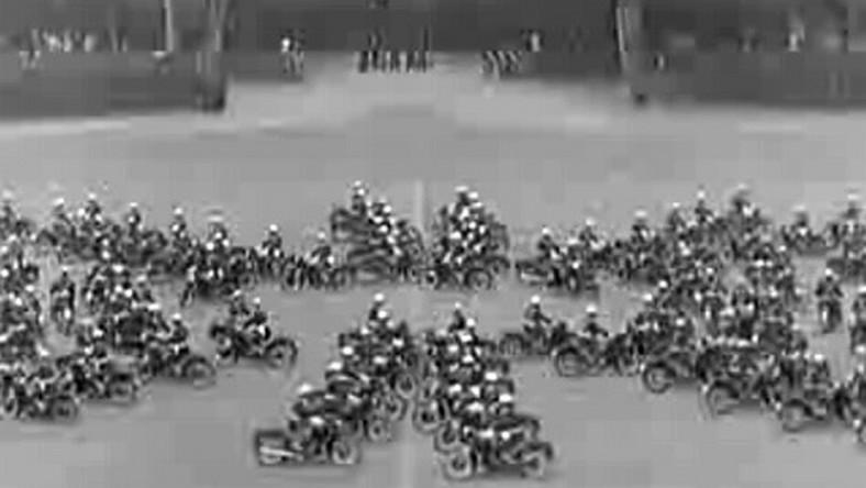 Zobacz motocyklowy trening włoskich policjantów