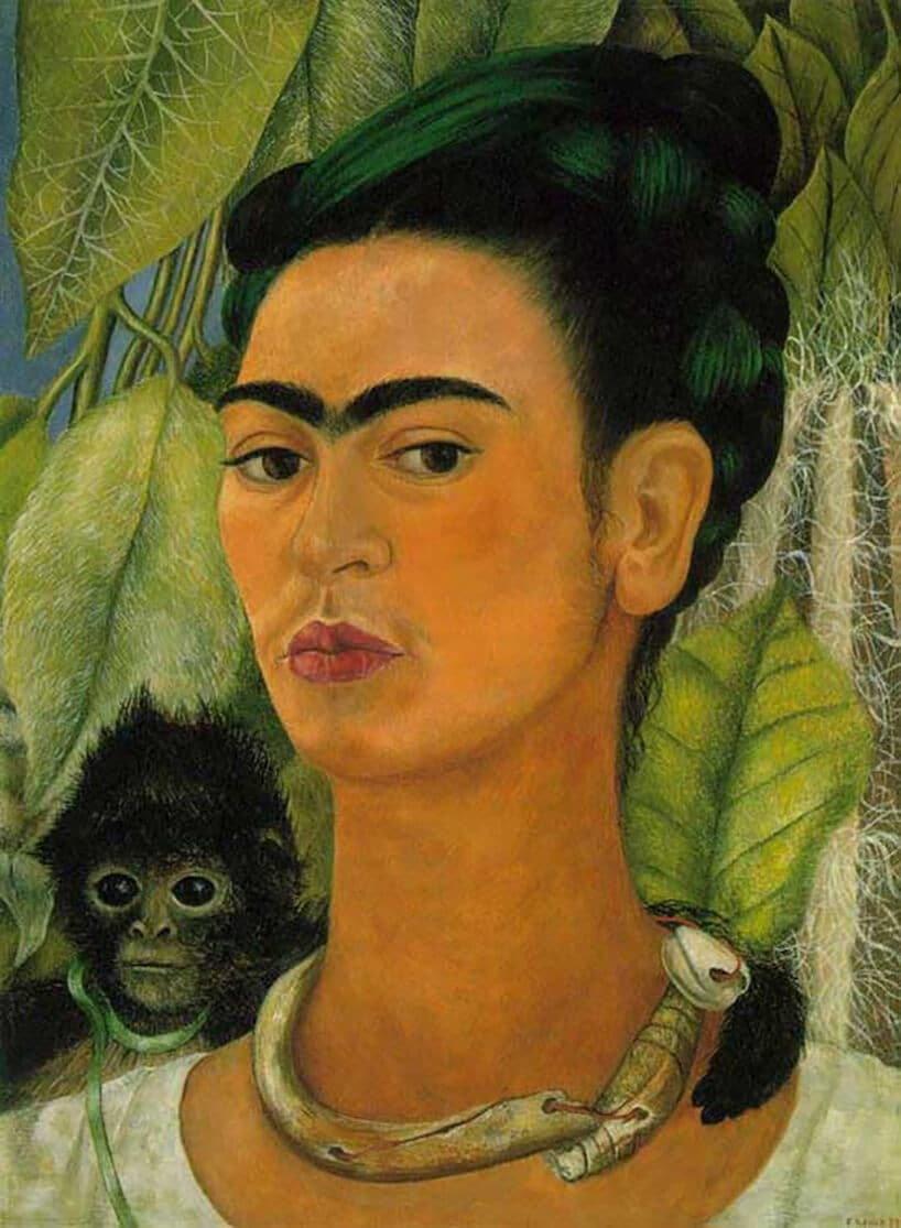 """Charakterystyczny styl Fridy Kahlo przejawiał się przede wszystkim w autoportretach - tu """"Autoportret z małpką"""""""