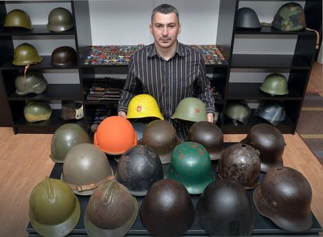 Boban Janković je jedini kolekcionar vojnih i drugih šlemova na jugoistoku Srbije
