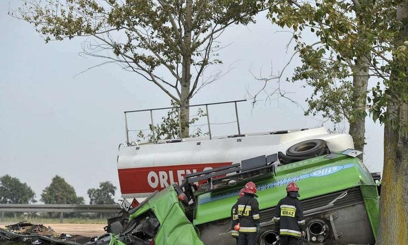 Zderzyły się ciężarówki. Zginęli ich kierowcy