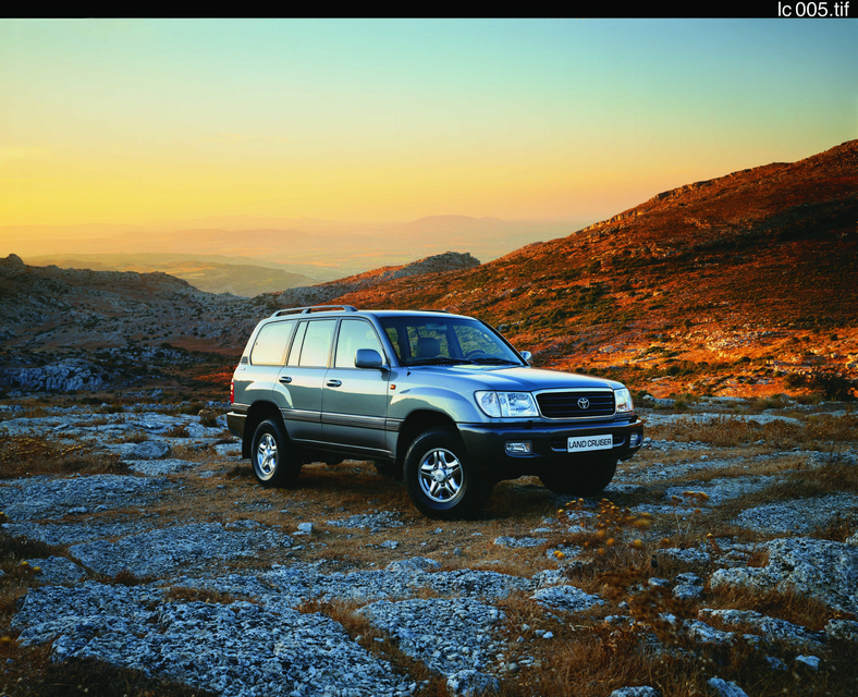 Toyota Land Cruiser V8 (2UZ)