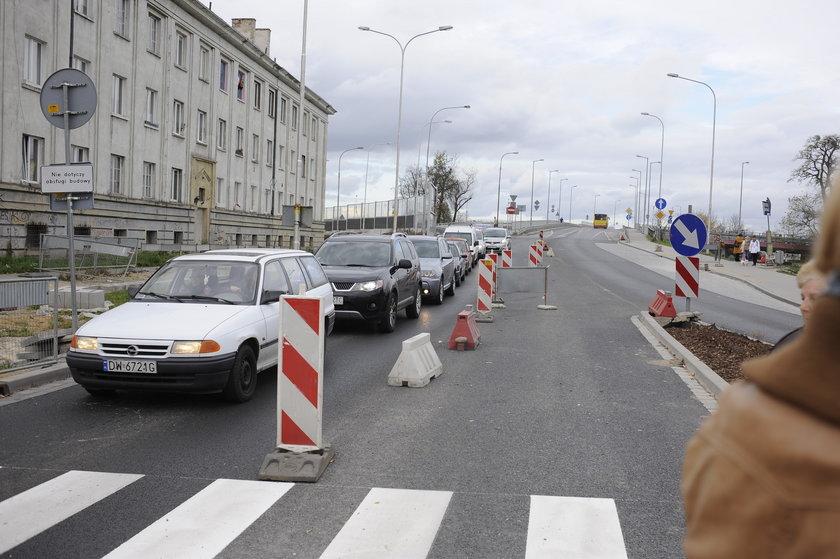 Ulica Bora-Komorowskiego we Wrocławiu - wjazd na wiadukt