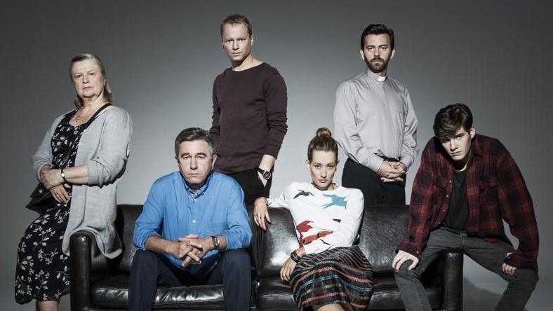 W tym sezonie HBO zaprosiło do współpracy sześcioro wybitnych reżyserów. W poniedziałek, 28 października będzie można obejrzeć pierwszy odcinek wyreżyserowany przez Wojciecha Smarzowskiego.