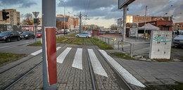 Beton na torach tramwajowych. Motorniczy miał refleks