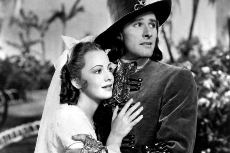 "Olivia de Havilland jako Arabela Bishop w filmie ""Kapitan Blood"" (1935)"