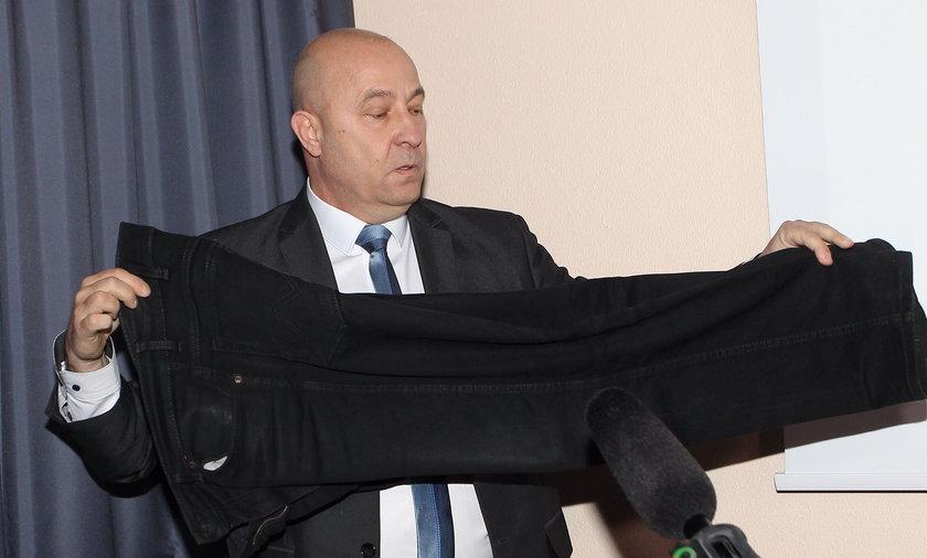 Kazimierz Greń pokazał portki i uciekł z konferencji!