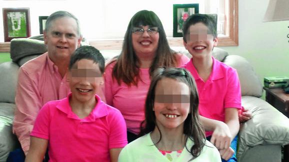 Srećna porodica: Seversonovi su usvojili dvoje dece sa invaliditetom iz Srbije