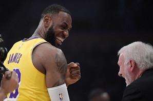 Kad Grega Popoviča baš iznervira Lebron, a momci s Balkana zatrpavaju koševe po NBA ligi /VIDEO/