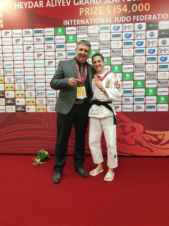 Milica Nikolić sa trenerom Ljubišom Majdovim