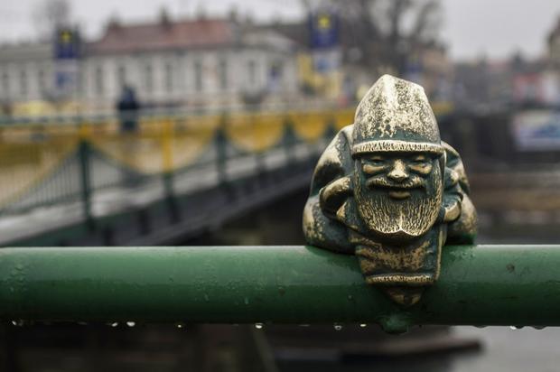 Wrocław krasnal na moście