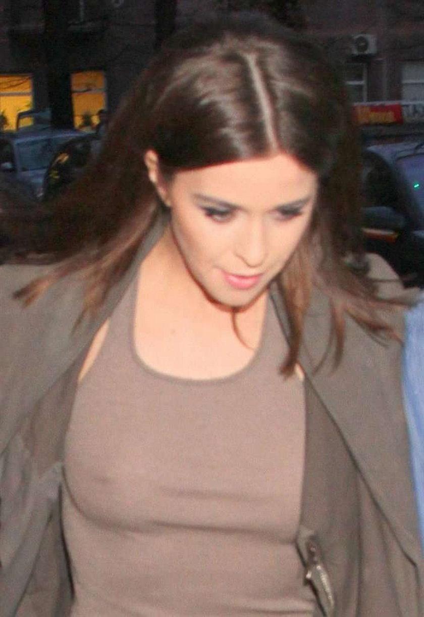 Przyszła na premierę bez stanika. FOTO