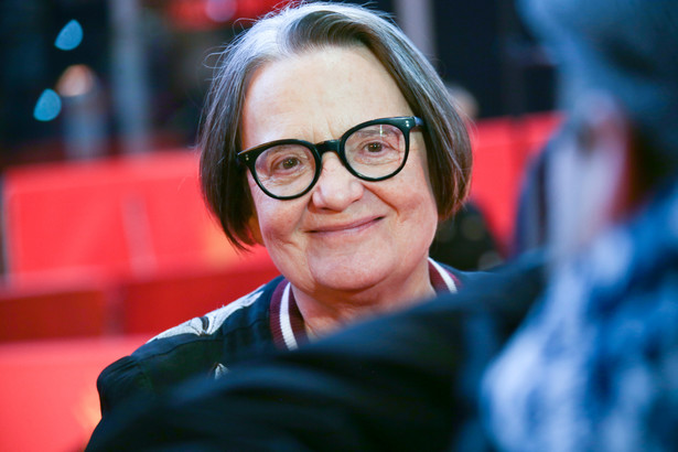 Agnieszka Holland (ur. 1948) ukończyła studia na Wydziale Filmowym i Telewizyjnym Akademii Sztuk Scenicznych w Pradze i rozpoczęła karierę jako asystentka Krzysztofa Zanussiego i uczennica Andrzeja Wajdy, który stał się jej mentorem. Obecnie pracuje m.in. w Polsce, w USA i we Francji, w której mieszka od 1981 r.