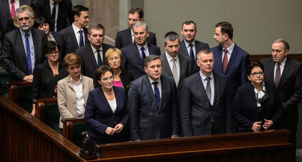Członkowie Rady Ministrów podczas głosowania ws. ustawy o KW