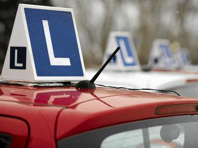 Szwedzki rząd pomoże bezrobotnym, którzy nie mogą znaleźć pracy ze względu na brak prawa jazdy